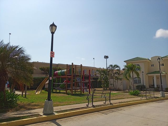 Townhouse Zulia>Maracaibo>Fuerzas Armadas - Venta:160.000 Precio Referencial - codigo: 20-11690