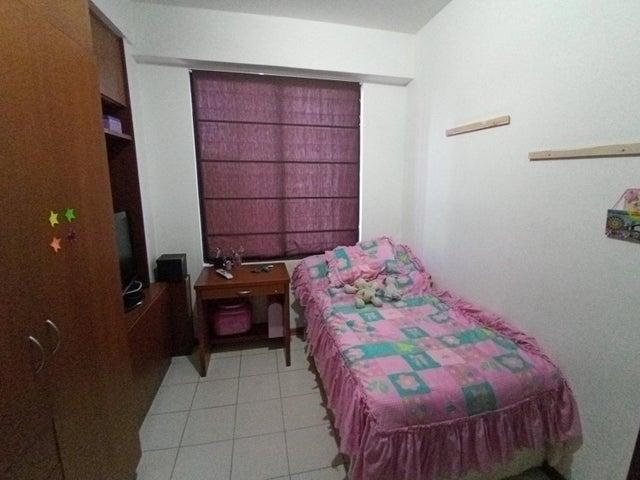 Apartamento Zulia>Maracaibo>La Lago - Venta:55.000 Precio Referencial - codigo: 20-11760