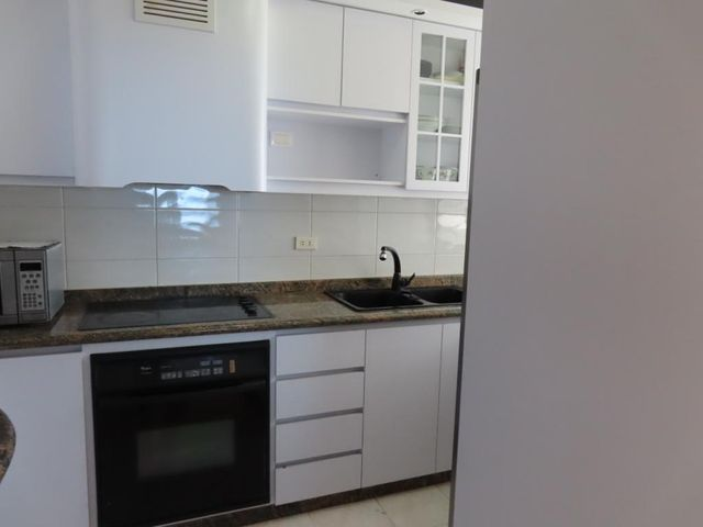 Apartamento Vargas>Parroquia Caraballeda>La Llanada - Venta:105.000 Precio Referencial - codigo: 20-12145