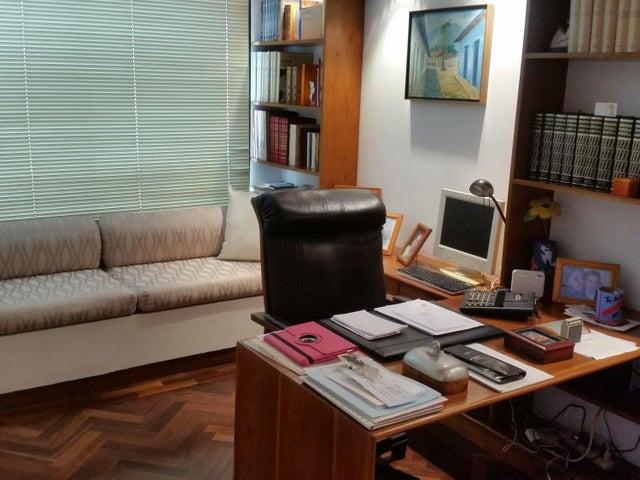Casa Distrito Metropolitano>Caracas>El Cafetal - Venta:430.000 Precio Referencial - codigo: 20-12113