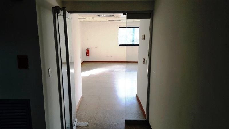 Oficina Distrito Metropolitano>Caracas>Chacaito - Alquiler:450 Precio Referencial - codigo: 20-12260