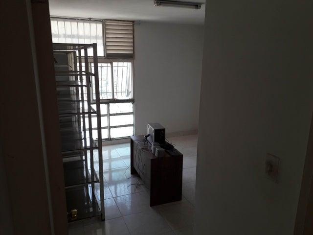 Apartamento Distrito Metropolitano>Caracas>Guaicaipuro - Venta:30.000 Precio Referencial - codigo: 20-12345