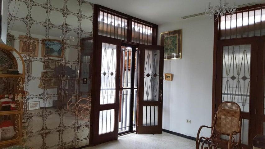 Casa Distrito Metropolitano>Caracas>Colinas de Vista Alegre - Venta:85.000 Precio Referencial - codigo: 20-12419