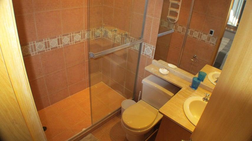 Apartamento Distrito Metropolitano>Caracas>El Peñon - Venta:385.000 Precio Referencial - codigo: 20-13223