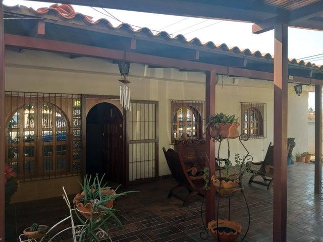 Casa Bolivar>Puerto Ordaz>El Caimito - Venta:25.000 Precio Referencial - codigo: 20-13373