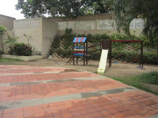 Apartamento Vargas>Catia La Mar>Playa Grande - Venta:58.000 Precio Referencial - codigo: 20-13628