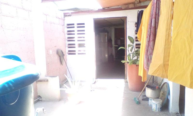 Casa Falcon>Punto Fijo>Centro - Venta:7.500 Precio Referencial - codigo: 20-13843