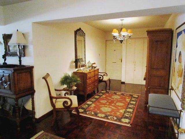Apartamento Distrito Metropolitano>Caracas>Chulavista - Venta:330.000 Precio Referencial - codigo: 20-14054