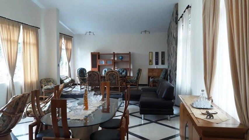 Casa Distrito Metropolitano>Caracas>Colinas de Bello Monte - Venta:305.000 Precio Referencial - codigo: 20-14953