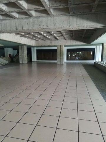 Local Comercial Distrito Metropolitano>Caracas>Prado Humboldt - Venta:23.000 Precio Referencial - codigo: 20-15704