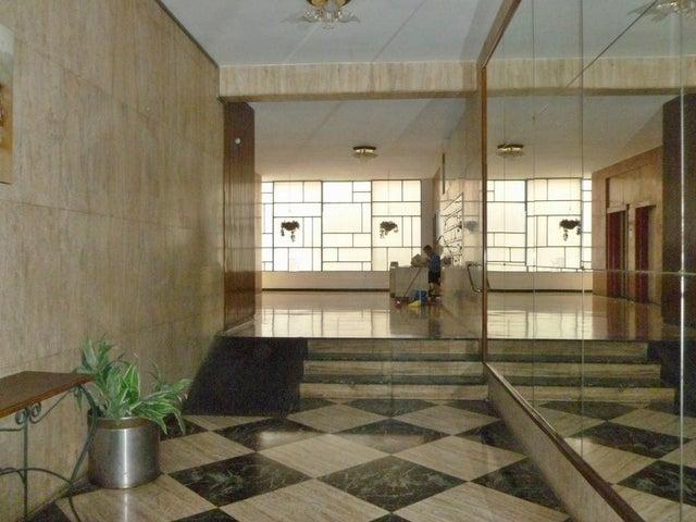 Apartamento Distrito Metropolitano>Caracas>Altamira - Venta:85.000 Precio Referencial - codigo: 20-15812