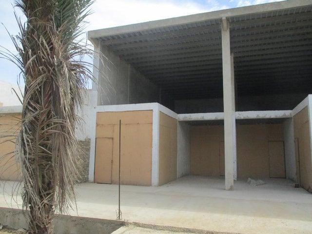 Local Comercial Nueva Esparta>Margarita>Playa El Agua - Venta:44.000 Precio Referencial - codigo: 20-15990