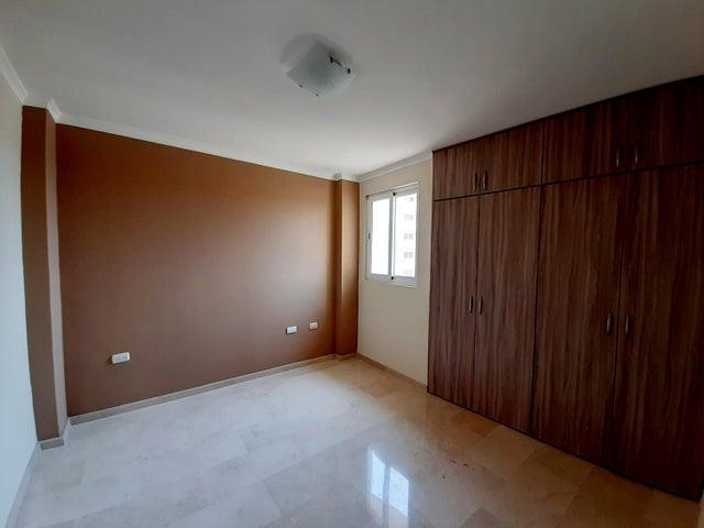 Apartamento Zulia>Maracaibo>Avenida Milagro Norte - Venta:42.000 Precio Referencial - codigo: 20-1373