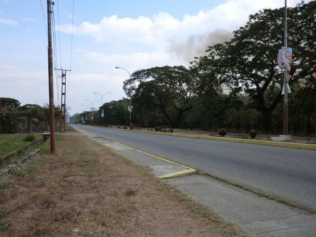 Terreno Miranda>Caucagua>Av General Miguel Acevedo - Venta:50.000 Precio Referencial - codigo: 20-16519