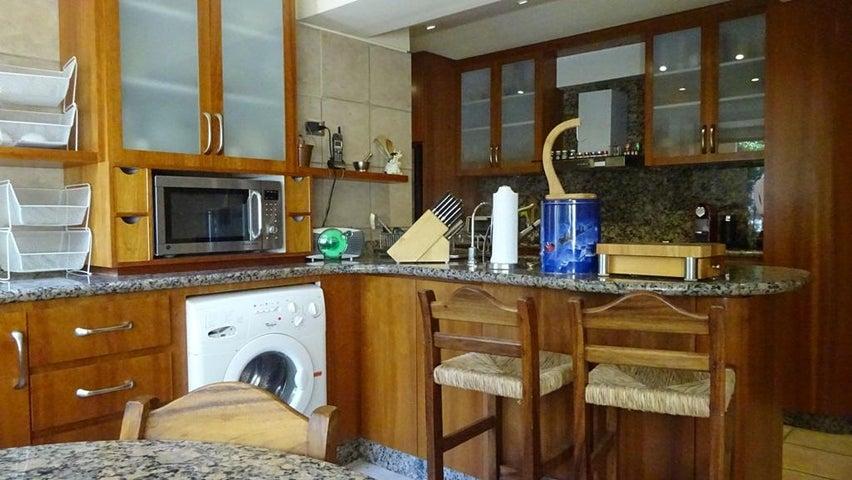 Apartamento Distrito Metropolitano>Caracas>Los Palos Grandes - Alquiler:1.500 Precio Referencial - codigo: 20-16642