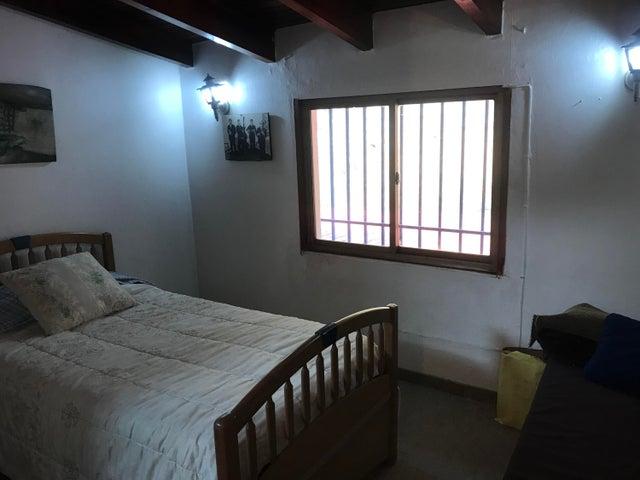 Casa Distrito Metropolitano>Caracas>Santa Sofia - Venta:170.000 Precio Referencial - codigo: 20-17200