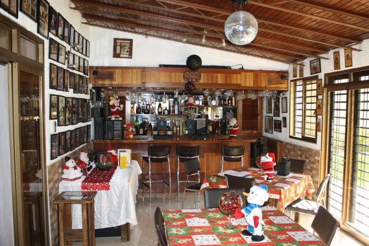 Casa Distrito Metropolitano>Caracas>Terrazas del Club Hipico - Venta:320.000 Precio Referencial - codigo: 20-17340