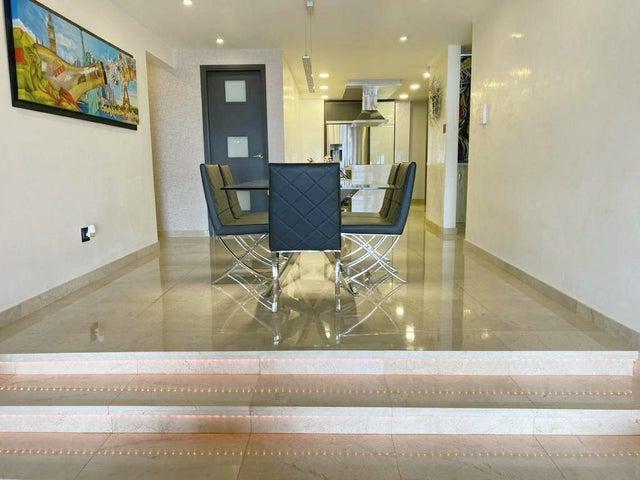 Apartamento Distrito Metropolitano>Caracas>Los Naranjos del Cafetal - Venta:270.000 Precio Referencial - codigo: 20-17991