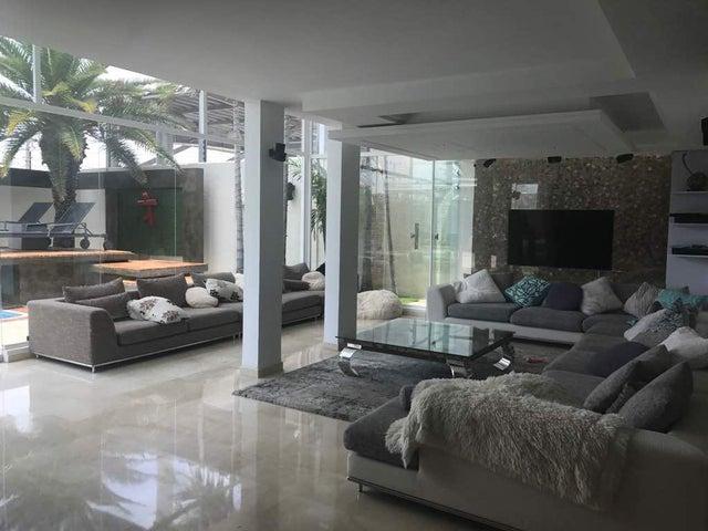 Townhouse Zulia>Maracaibo>Fuerzas Armadas - Venta:1.000.000 Precio Referencial - codigo: 20-18072