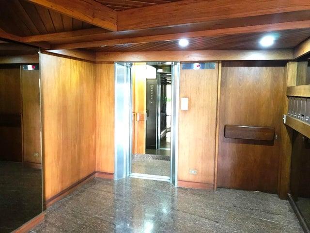 Apartamento Distrito Metropolitano>Caracas>Colinas de Valle Arriba - Alquiler:3.700 Precio Referencial - codigo: 20-18080