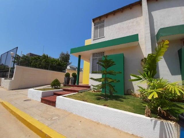 Townhouse Zulia>Maracaibo>Monte Bello - Venta:37.000 Precio Referencial - codigo: 20-18074