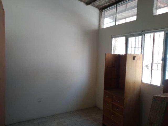 Local Comercial Lara>Barquisimeto>Zona Este - Alquiler:450 Precio Referencial - codigo: 20-18268