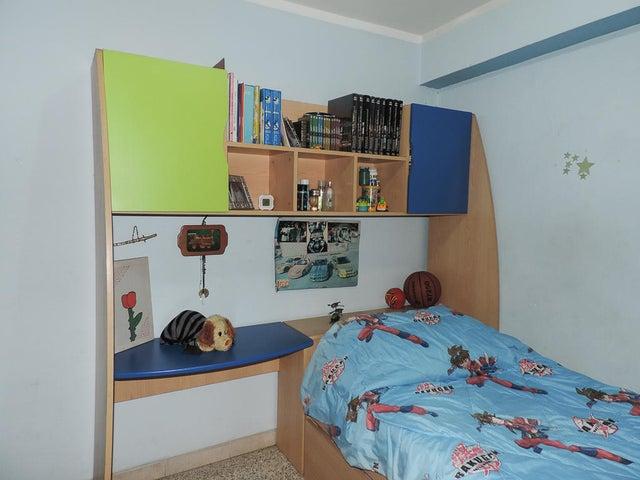 Apartamento Miranda>Los Teques>Los Teques - Venta:29.400 Precio Referencial - codigo: 20-18280