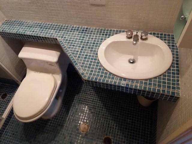 Apartamento Nueva Esparta>Margarita>Costa Azul - Venta:32.000 Precio Referencial - codigo: 20-18304