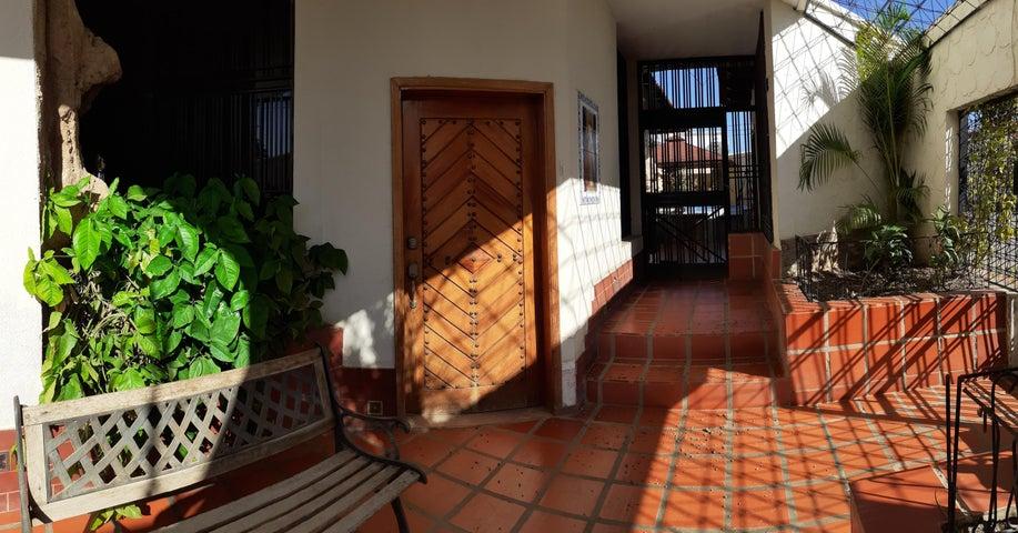 Casa Falcon>Coro>Parcelamiento Santa Ana - Venta:180.000 Precio Referencial - codigo: 20-20607