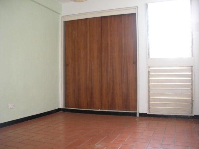 Apartamento Distrito Metropolitano>Caracas>Las Palmas - Venta:33.000 Precio Referencial - codigo: 20-18711