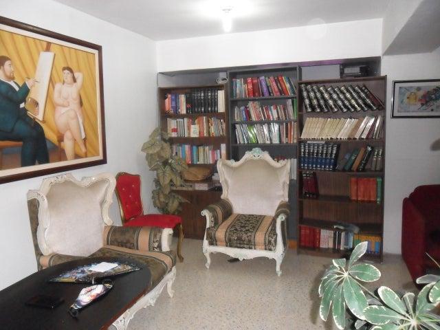 Apartamento Distrito Metropolitano>Caracas>Parroquia Santa Rosalia - Venta:15.500 Precio Referencial - codigo: 20-18909