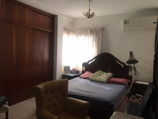 Casa Falcon>Punto Fijo>Santa Irene - Venta:220.000 Precio Referencial - codigo: 20-19057