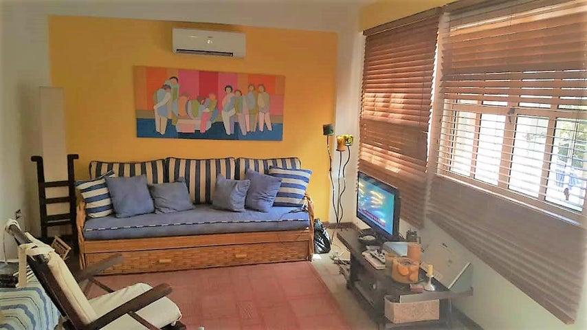 Apartamento Nueva Esparta>Margarita>Playa el Angel - Venta:60.000 Precio Referencial - codigo: 20-19806