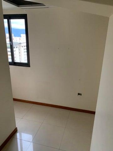 Local Comercial Distrito Metropolitano>Caracas>Terrazas del Club Hipico - Alquiler:272 Precio Referencial - codigo: 20-20041