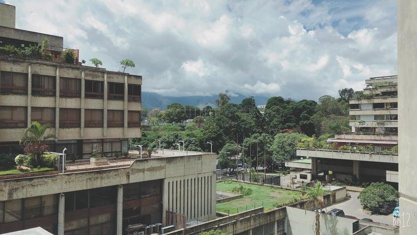 Local Comercial Distrito Metropolitano>Caracas>Prados del Este - Venta:89.000 Precio Referencial - codigo: 20-21435
