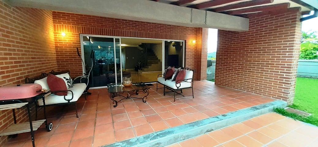Townhouse Distrito Metropolitano>Caracas>El Hatillo - Venta:330.000 Precio Referencial - codigo: 20-20733