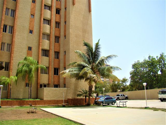 Apartamento Zulia>Maracaibo>Avenida Bella Vista - Alquiler:250 Precio Referencial - codigo: 20-20620