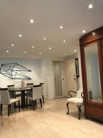 Apartamento Distrito Metropolitano>Caracas>Los Naranjos del Cafetal - Venta:150.000 Precio Referencial - codigo: 20-20627