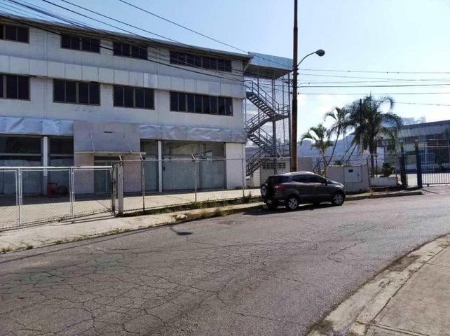 Local Comercial Miranda>Los Teques>El Tambor - Alquiler:2.300 Precio Referencial - codigo: 20-21163