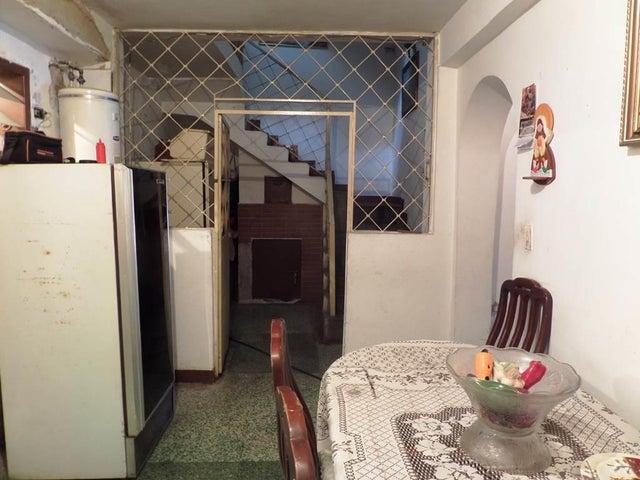Casa Distrito Metropolitano>Caracas>Cementerio - Venta:25.000 Precio Referencial - codigo: 20-5605
