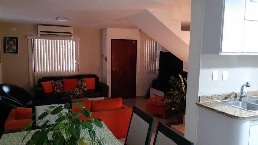Casa Carabobo>Municipio Naguanagua>El Rincon - Venta:60.000 Precio Referencial - codigo: 20-12371