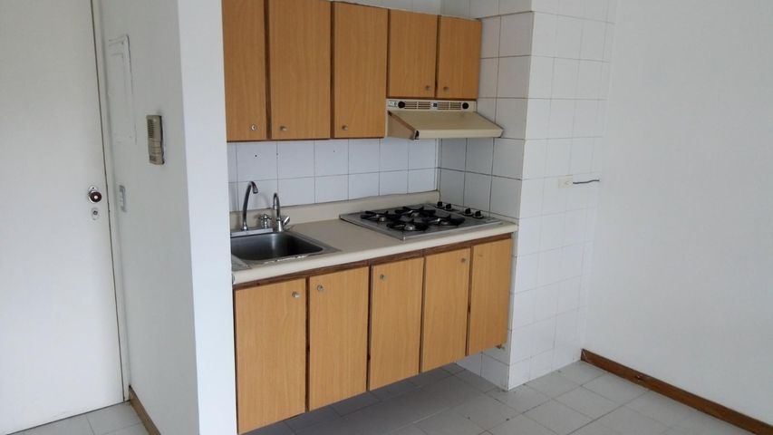 Apartamento Distrito Metropolitano>Caracas>La Trinidad - Alquiler:350 Precio Referencial - codigo: 20-21874