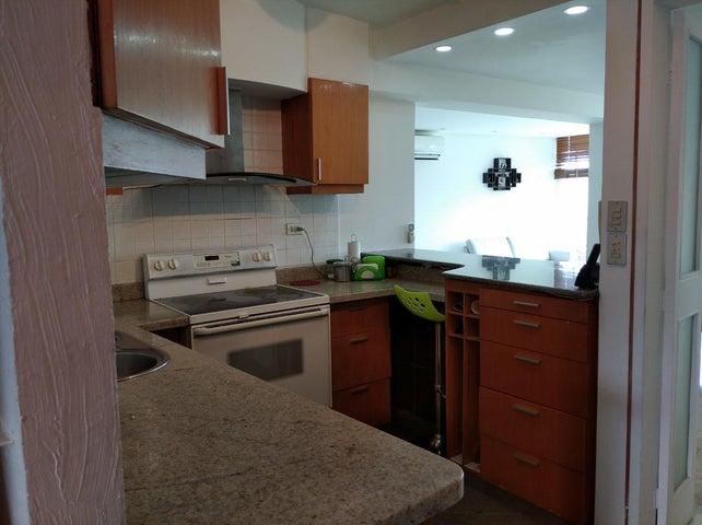 Apartamento Distrito Metropolitano>Caracas>Colinas de Bello Monte - Venta:135.000 Precio Referencial - codigo: 20-21997