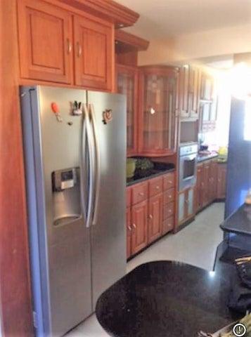 Apartamento Vargas>Catia La Mar>Playa Grande - Venta:129.000 Precio Referencial - codigo: 20-22279
