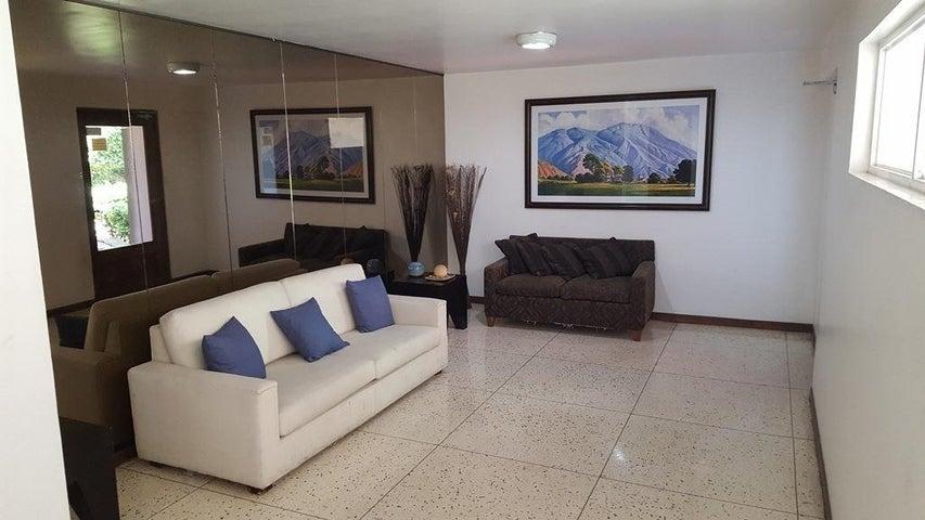 Apartamento Distrito Metropolitano>Caracas>Los Palos Grandes - Alquiler:500 Precio Referencial - codigo: 20-22214