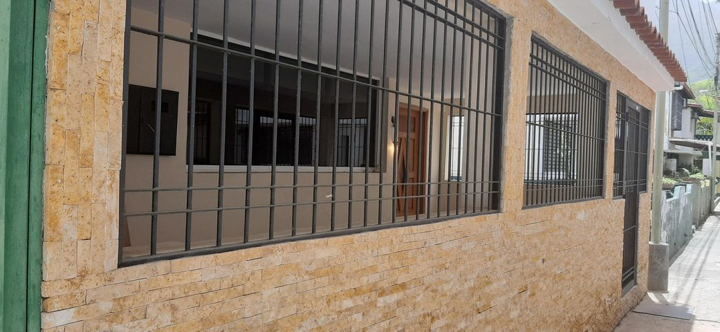 Casa Miranda>Guatire>Puerta del Bosque - Venta:18.000 Precio Referencial - codigo: 20-22276