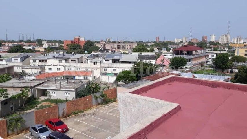 Local Comercial Zulia>Ciudad Ojeda>Centro - Venta:150.000 Precio Referencial - codigo: 20-22681