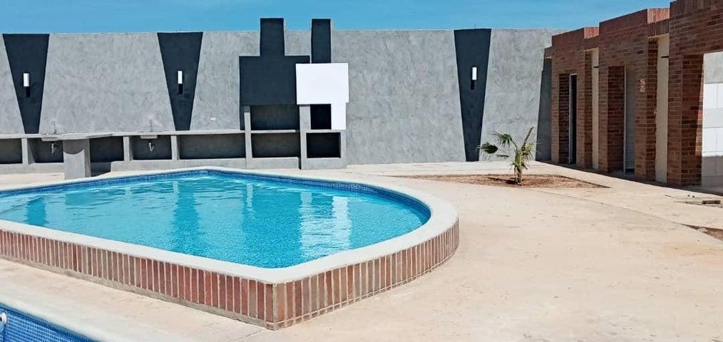 Townhouse Falcon>Punto Fijo>El Cardon - Venta:40.000 Precio Referencial - codigo: 20-13270