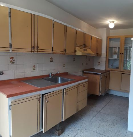 Apartamento Zulia>Maracaibo>Avenida Goajira - Alquiler:120 Precio Referencial - codigo: 20-23267