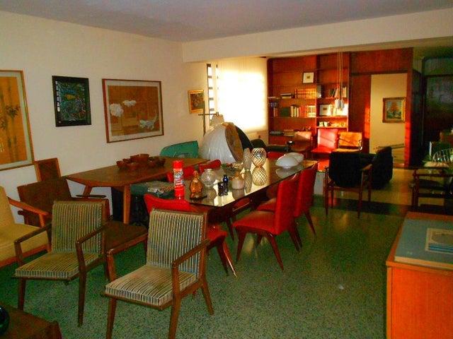 Casa Distrito Metropolitano>Caracas>La Floresta - Venta:390.000 Precio Referencial - codigo: 20-23623